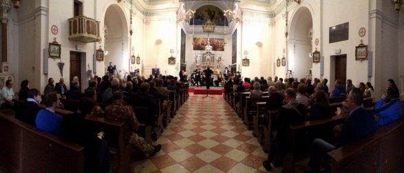 L'interno della chiesa dei Santi Giacomo e Cristoforo a Giavera